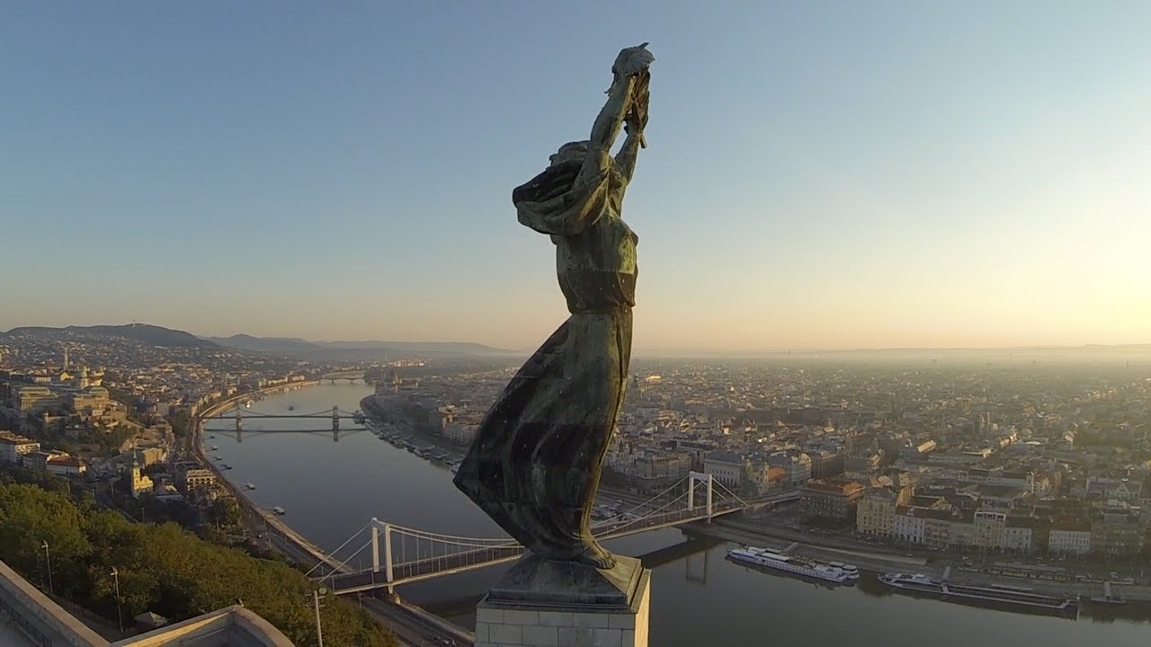 budapeşte özgürlük heykeli